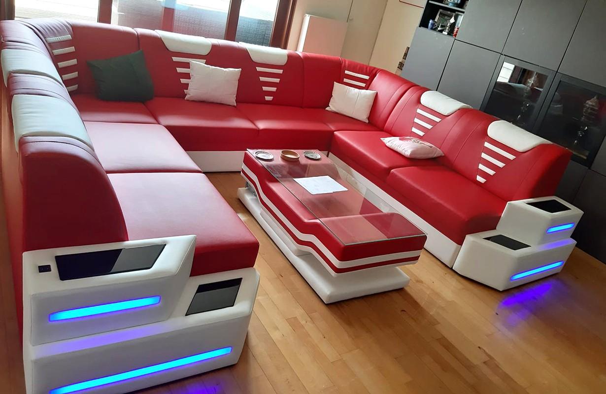 Divano di design in pelle con illuminazione a LED e presa USB