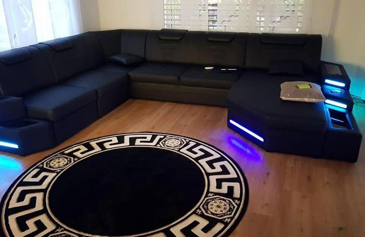 Divano di design con illuminazione a LED e presa USB